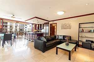 MLS # 201904380 : 92-104 WAIALII PLACE  UNIT O-711