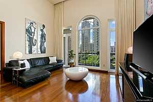 More Details about MLS # 202125363 : 427 LAUNIU STREET #605