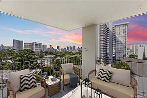 More Details about MLS # 202126105 : 1634 MAKIKI STREET #704