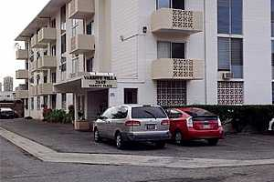 Browse active condo listings in MOILIILI
