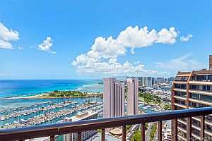 Browse active condo listings in DISCOVERY BAY