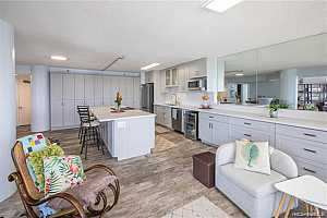 Browse active condo listings in HONOLULU TOWER