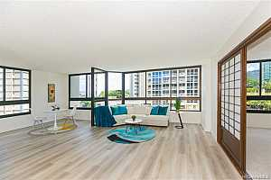Browse active condo listings in NUUANU BROOKSIDE