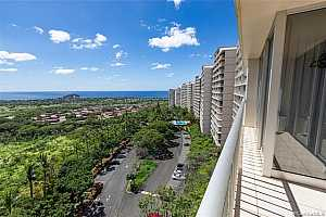 Browse active condo listings in MAKAHA VALLEY TOWERS
